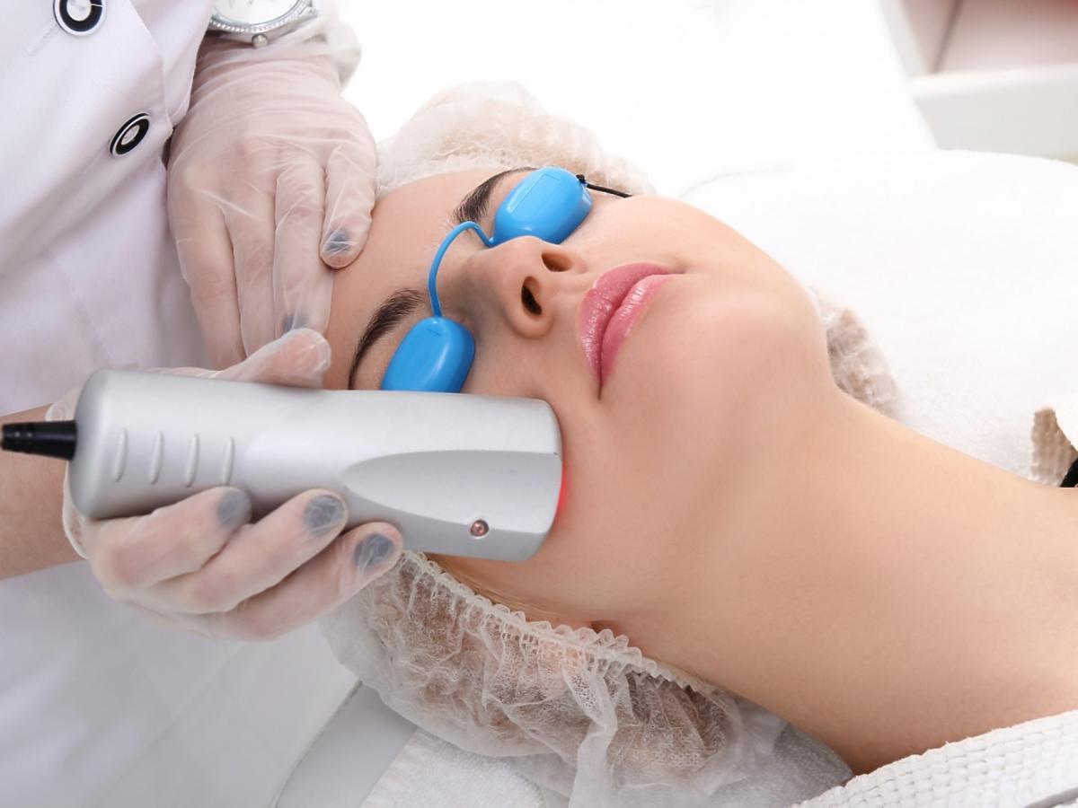 Zabieg laserowy na twarzy
