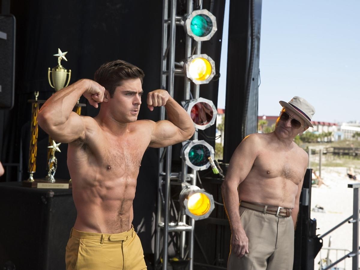 Zac Efron pręży muskuły i półnagi Robert De Niro