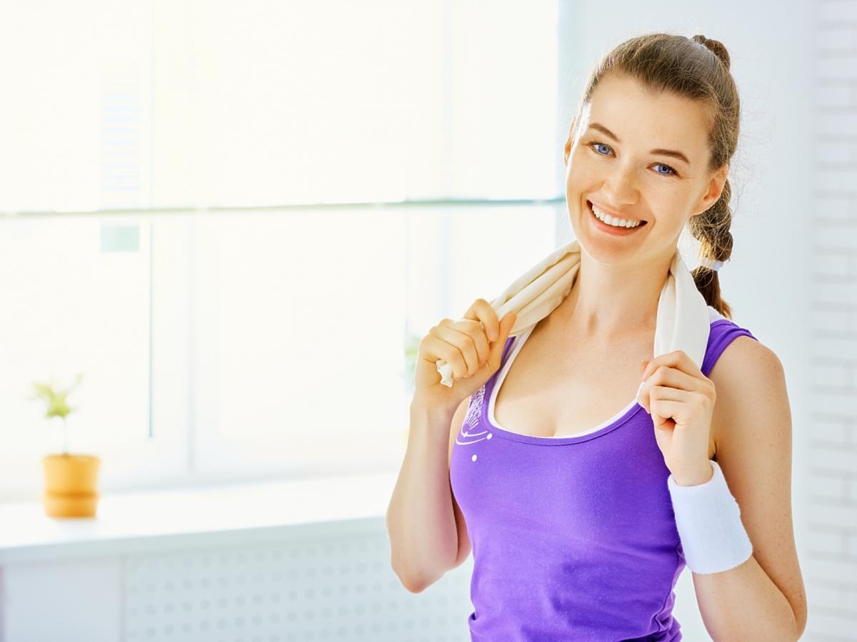 zadowolona kobieta po treningu