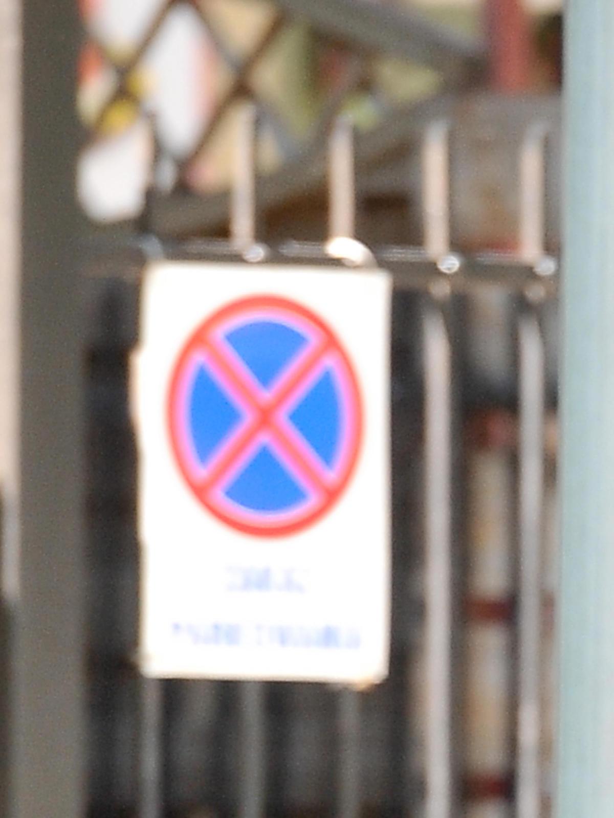Zakaz parkowania na bramie
