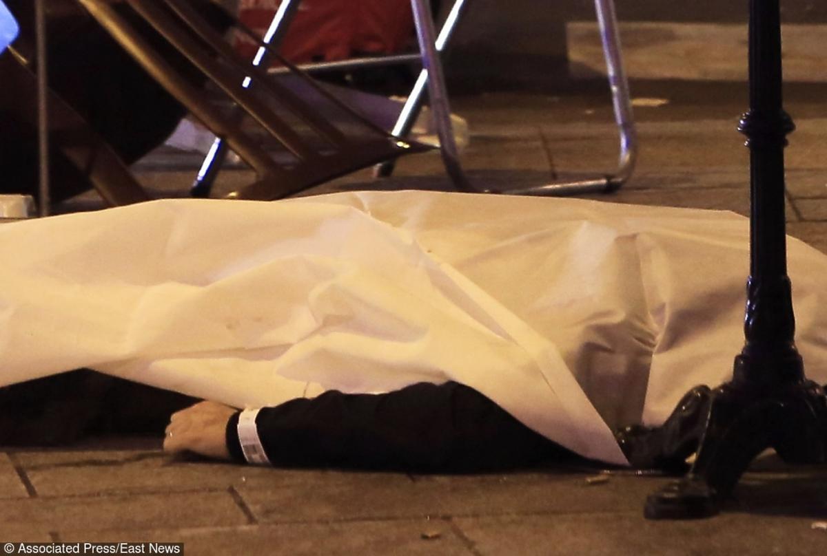 Zamach we Francji ciało ofiary na ulicy