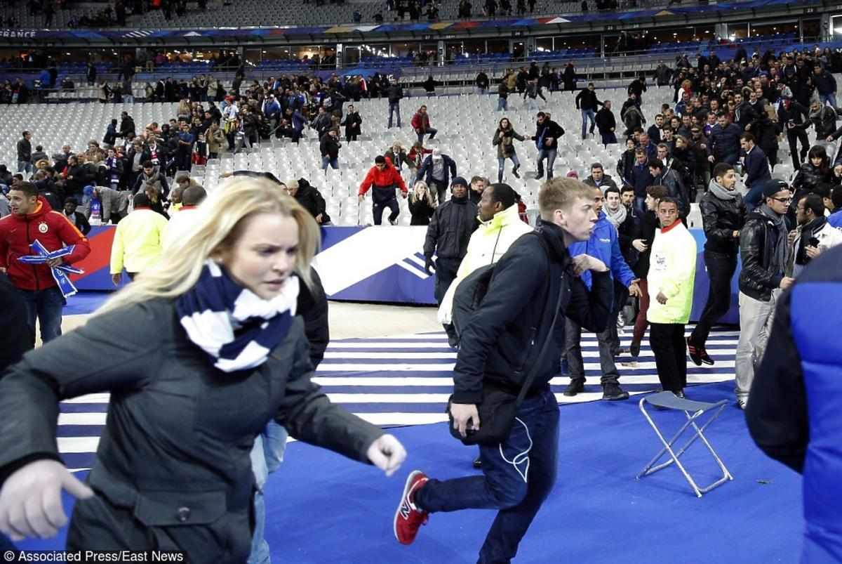 Zamach we Francji ludzie uciekają na stadionie