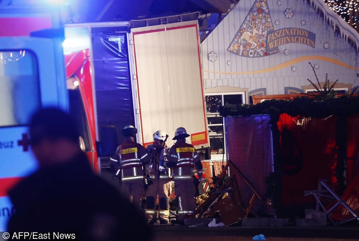 Zamachowiec rozjechał 9 ludzi na jarmarku świątecznym w Berlinie?! ZDJĘCIA z miejsca zdarzenia