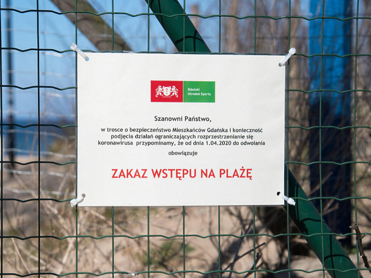 Zamknięta plaża- tablica informacyjna