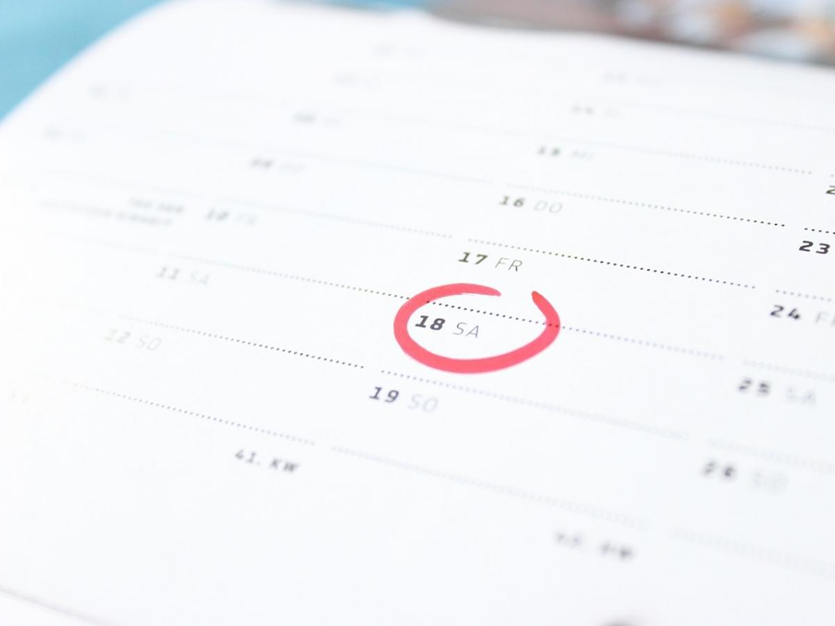 zaznaczony czerwonym kółkiem dzień w kalendarzu