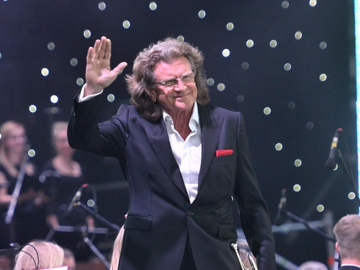 Zbigniew Wodecki podczas koncertu Wiara Nadzieja Miłość
