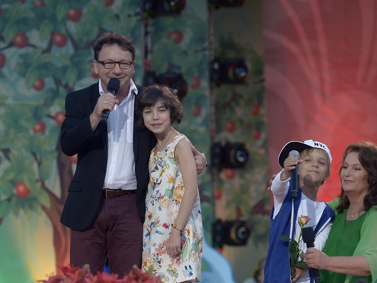 Zbigniew Zamachowski z córką Bronią i Anną Dymną podczas Festiwalu Zaczarowanej Piosenki