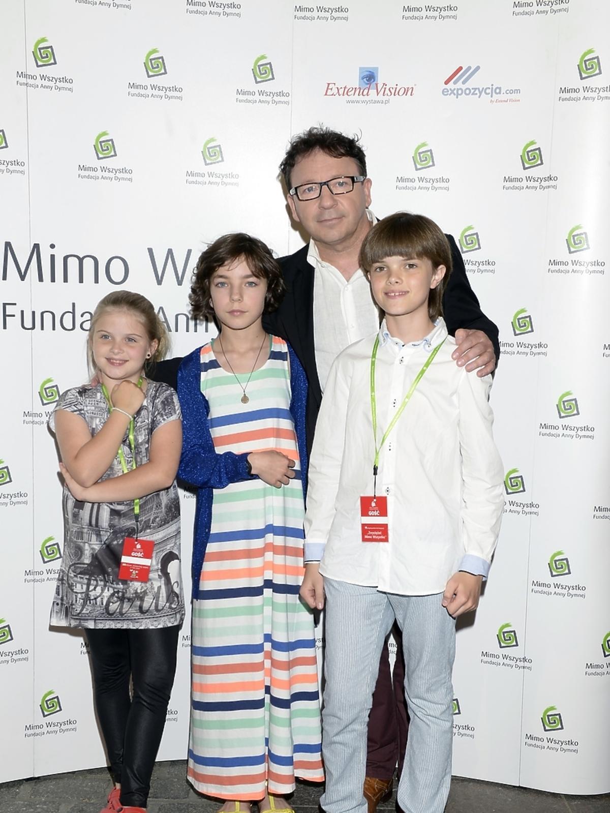 Zbigniew Zamachowski z córką Bronią i dziećmi Moniki Richardson na Festiwalu Zaczarowanej Piosenki