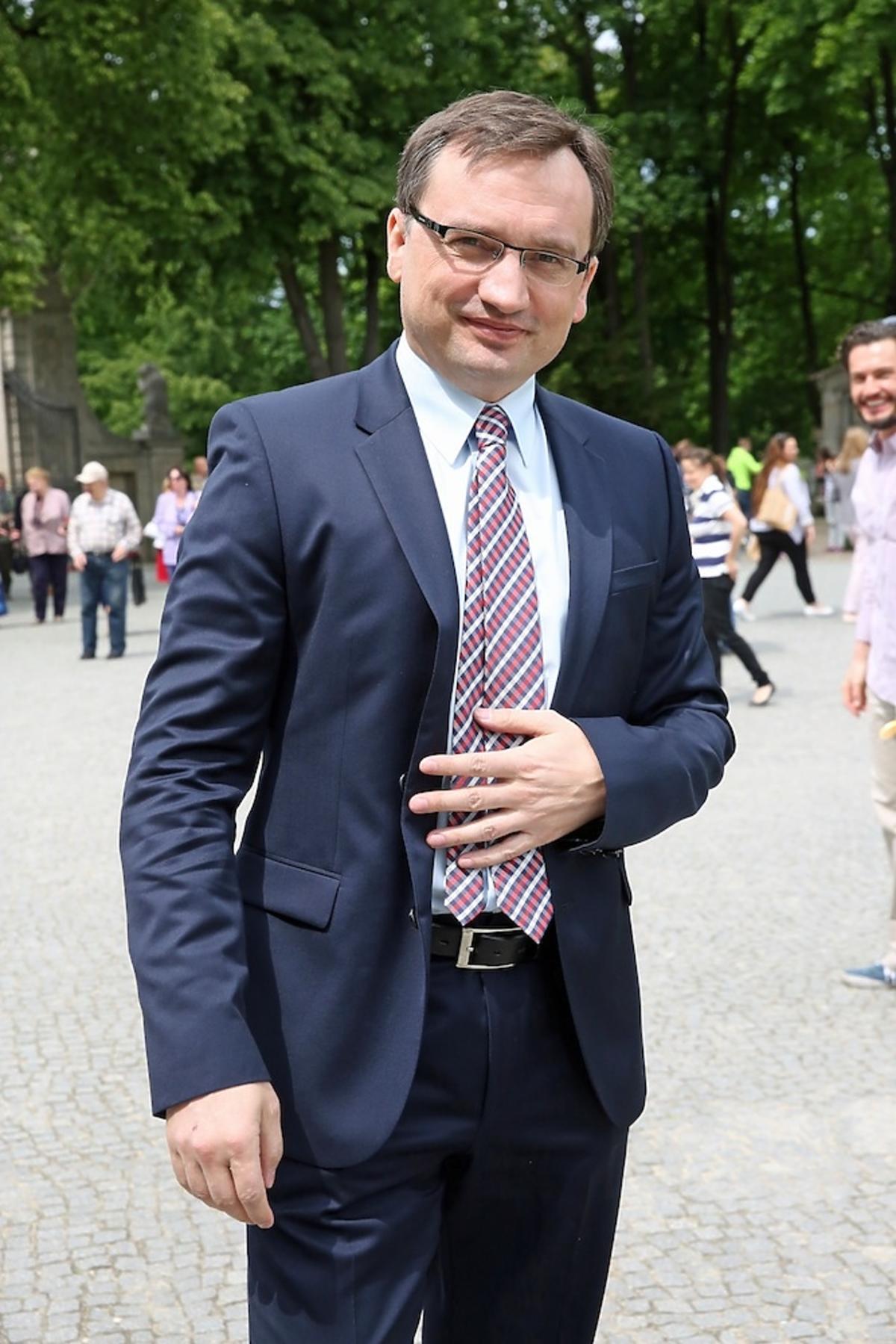 Zbigniew Ziobro w garniturze