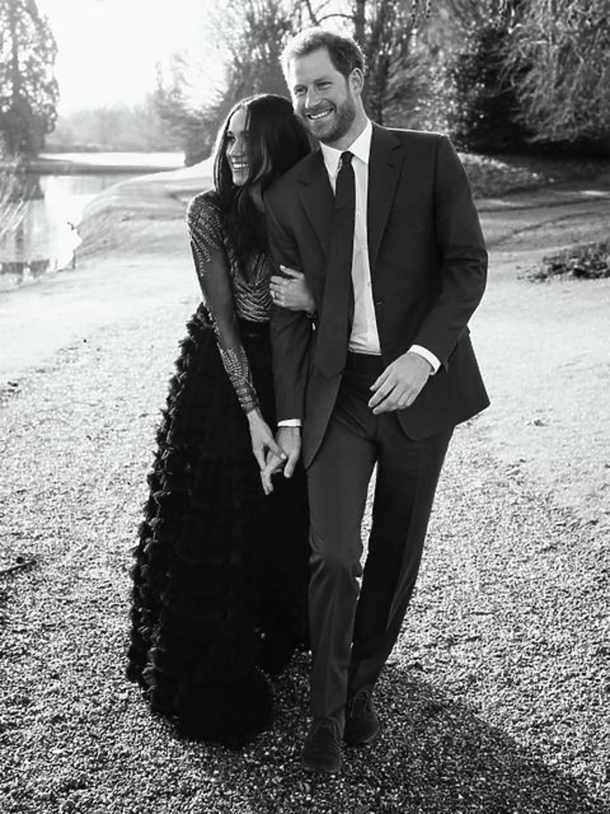 Zdjęcie z sesji zaręczynowej Meghan Markle i księcia Harry'ego / fot. Alexi Lubomirski