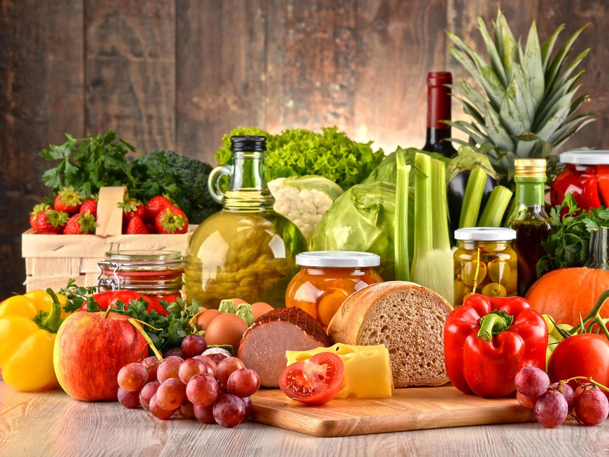 Zdrowe produkty żywieniowe na stole