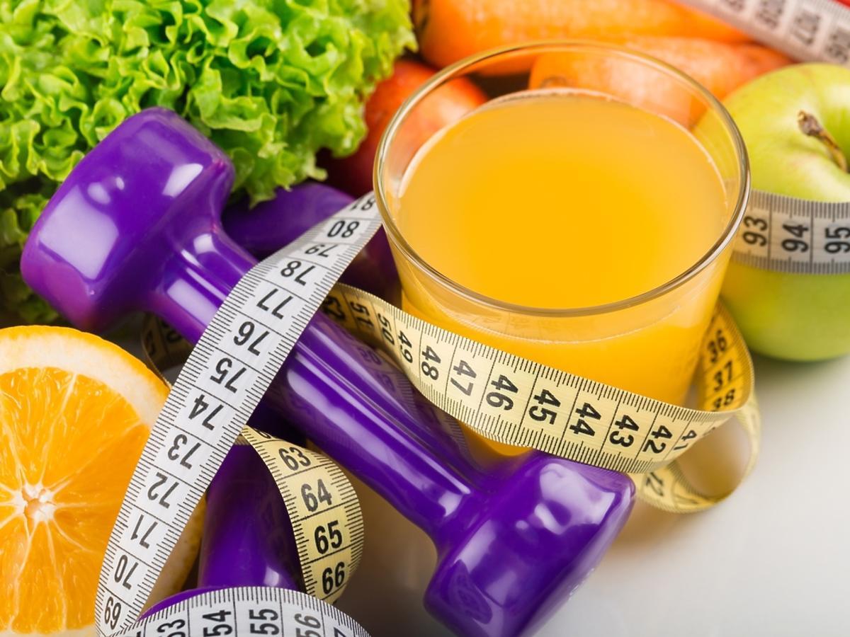Zdrowe soki i owoce na odchudzanie.