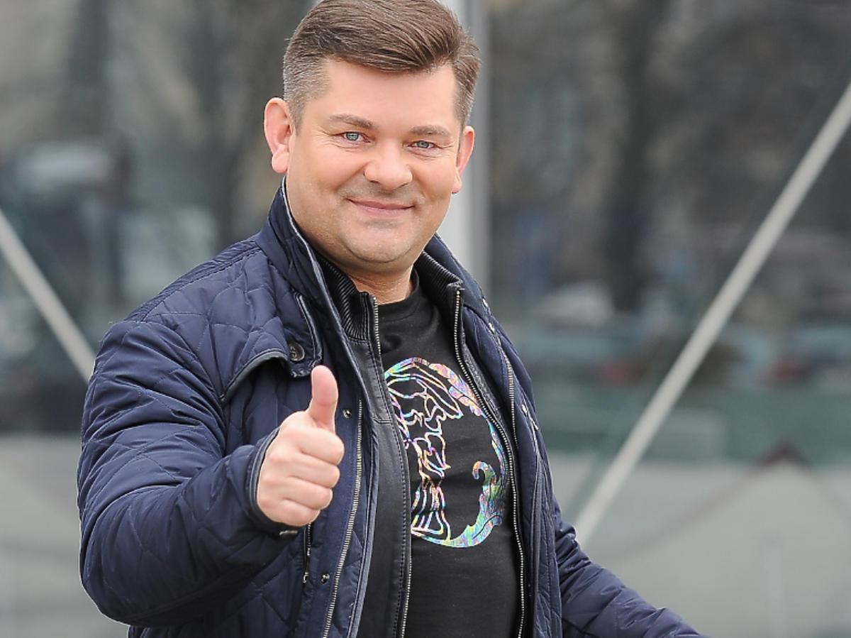 Zenek Martyniuk pod siedzibą TVP