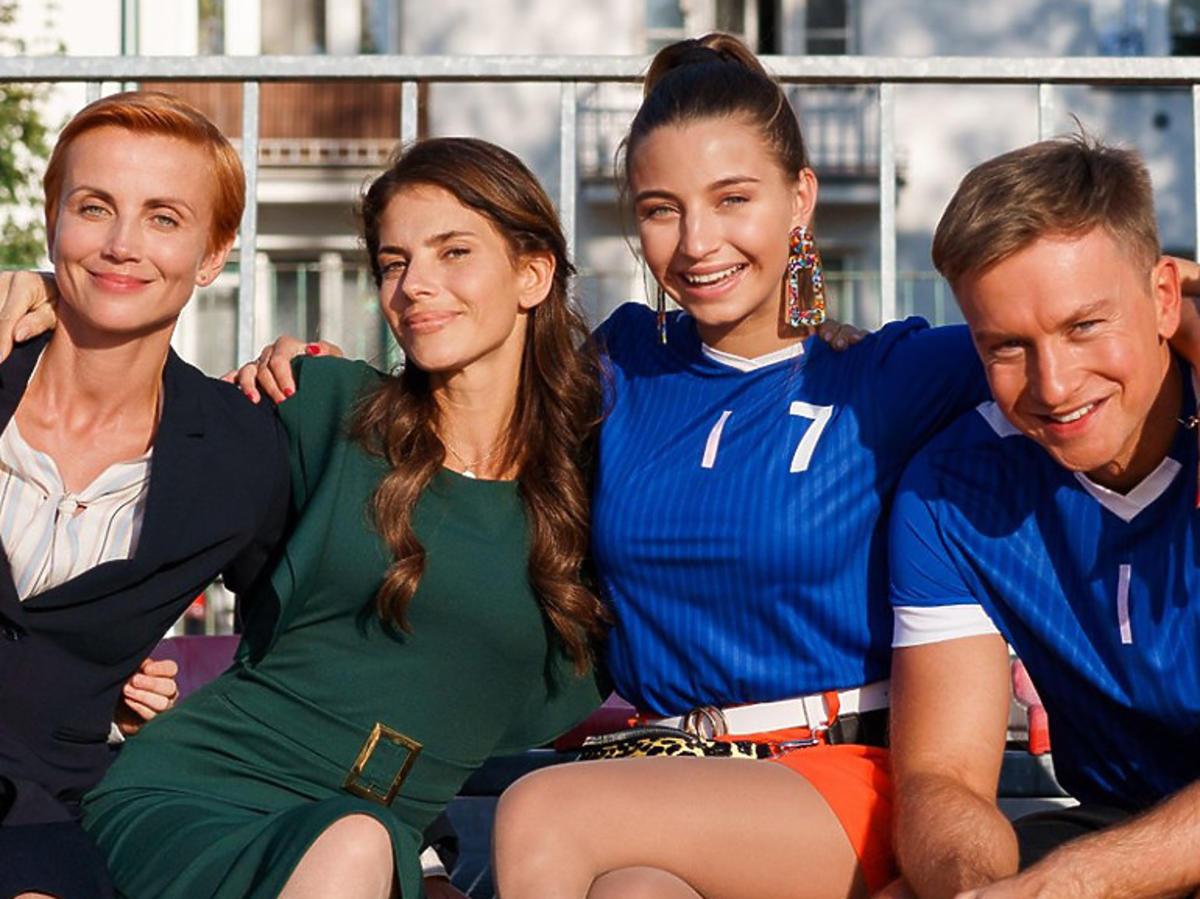 Zielińska, Rosati, Wieniawa, Wesołowski na meczu w serialu Zawsze warto