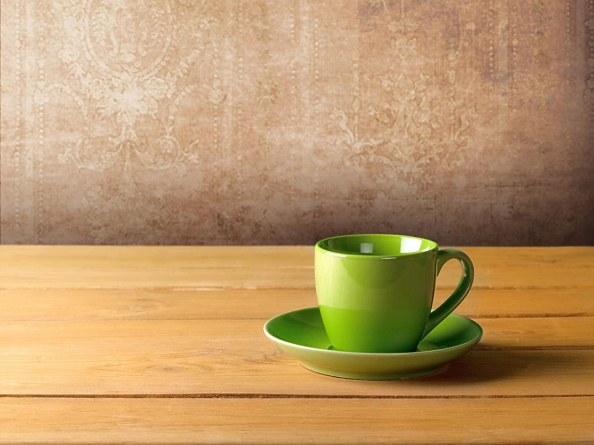 zielona filiżanka herbaty z senesu