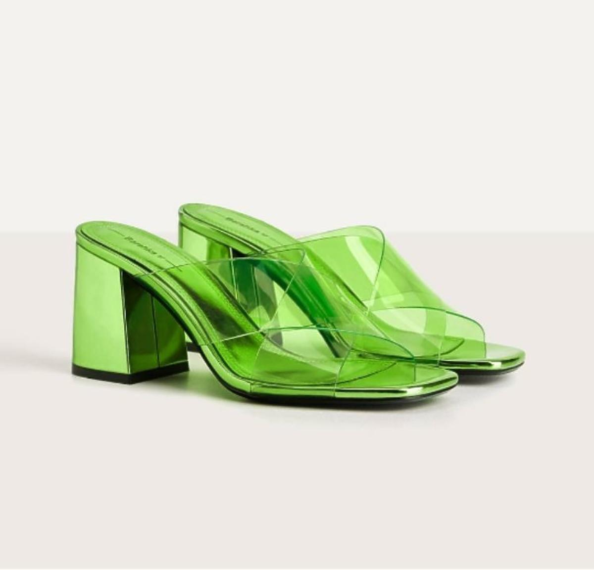 Zielone klapki Bershka