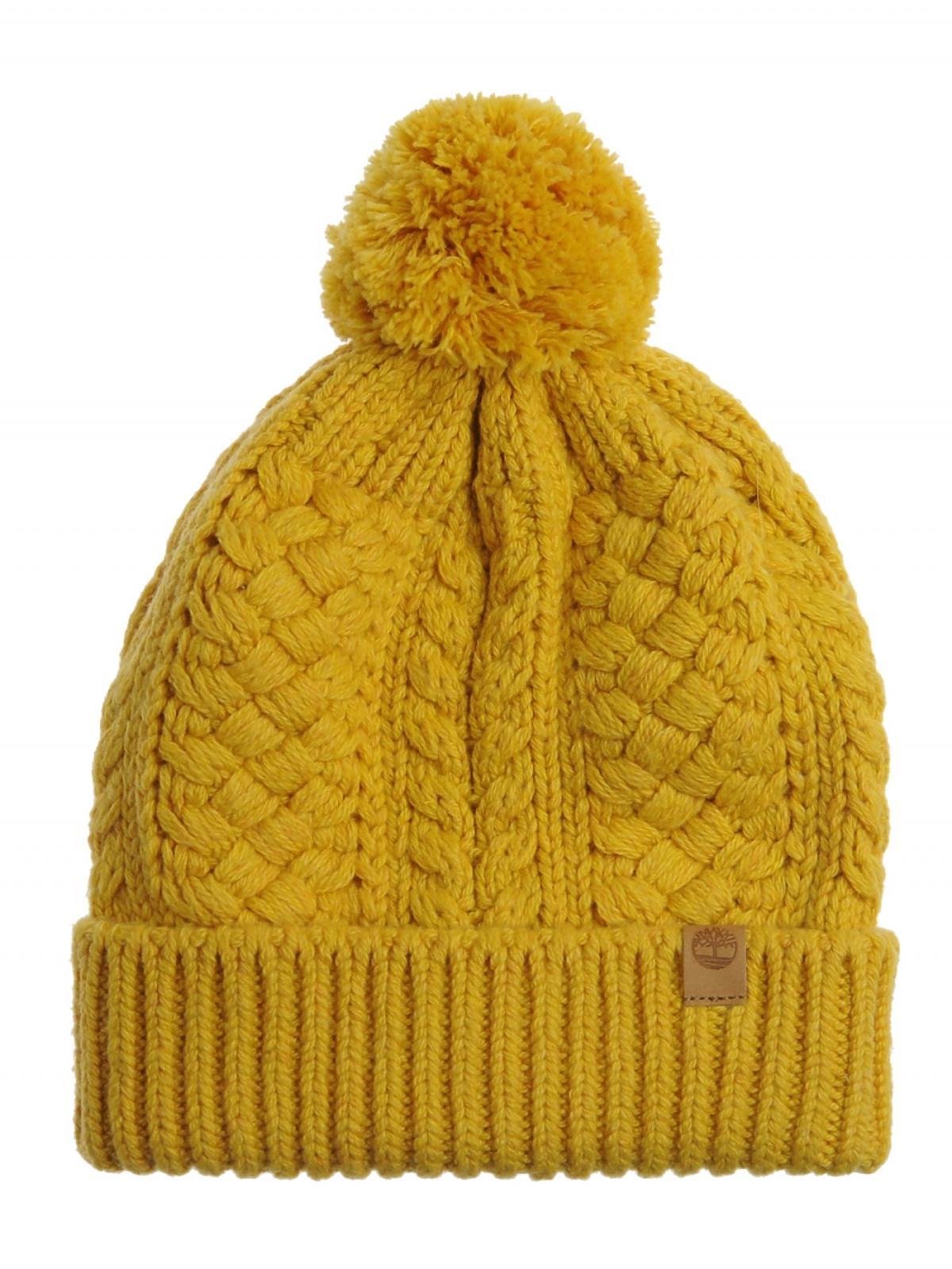 żółta czapka z pomponem