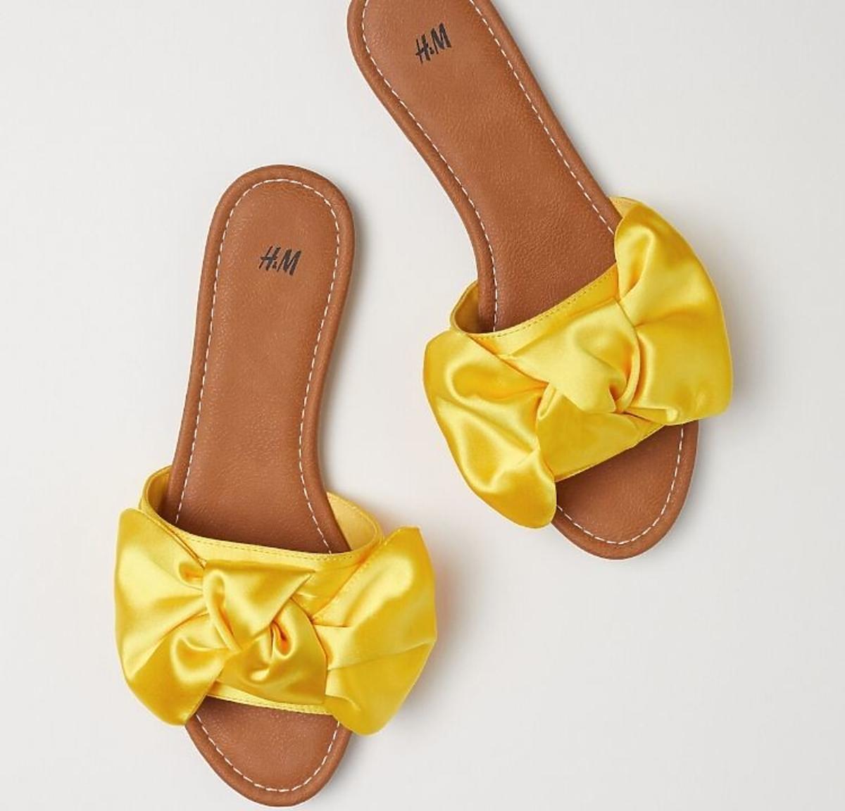 Żółte klapki z kokardkami H&M wyprzedaż