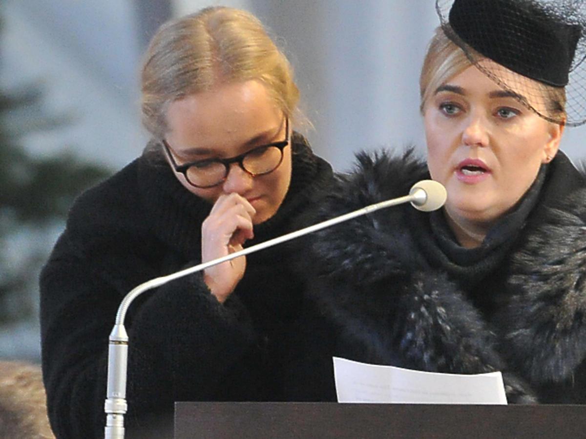 Żona i córka Pawła Adamowicza podczas pogrzebu w Bazylice Mariackiej w Gdańsku