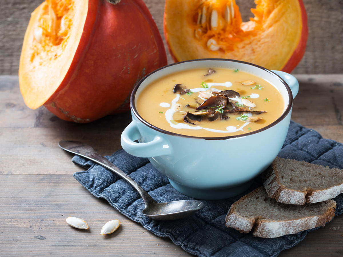 Zupa borowikowa ugotowana z suszonych grzybów