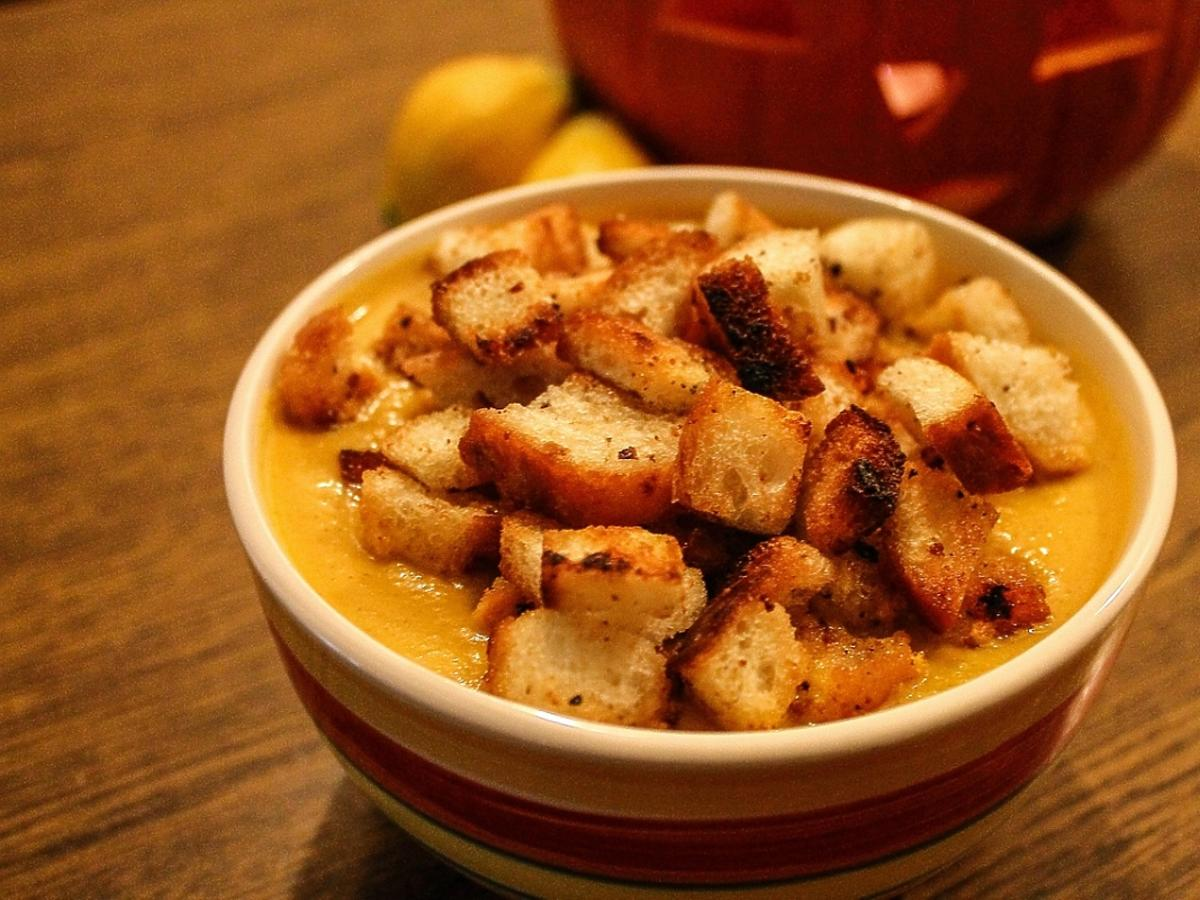 Zupa z grzankami