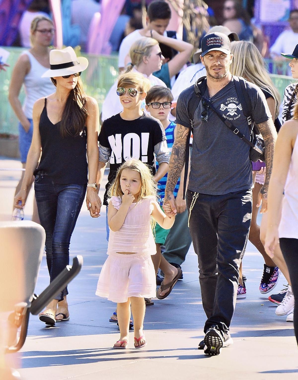 Harper Beckham z rodzicami