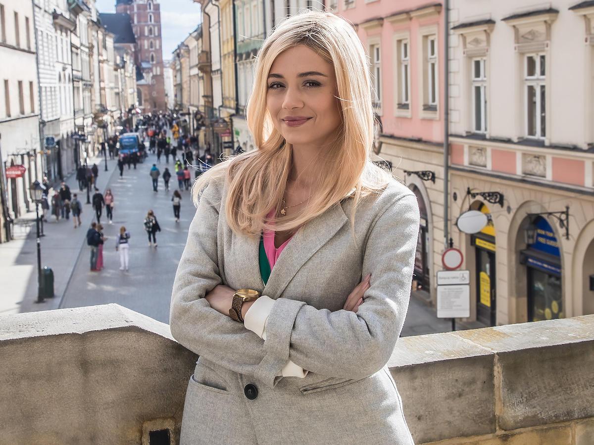 Adriana Kalska blondynką w nowym serialu TVN 7