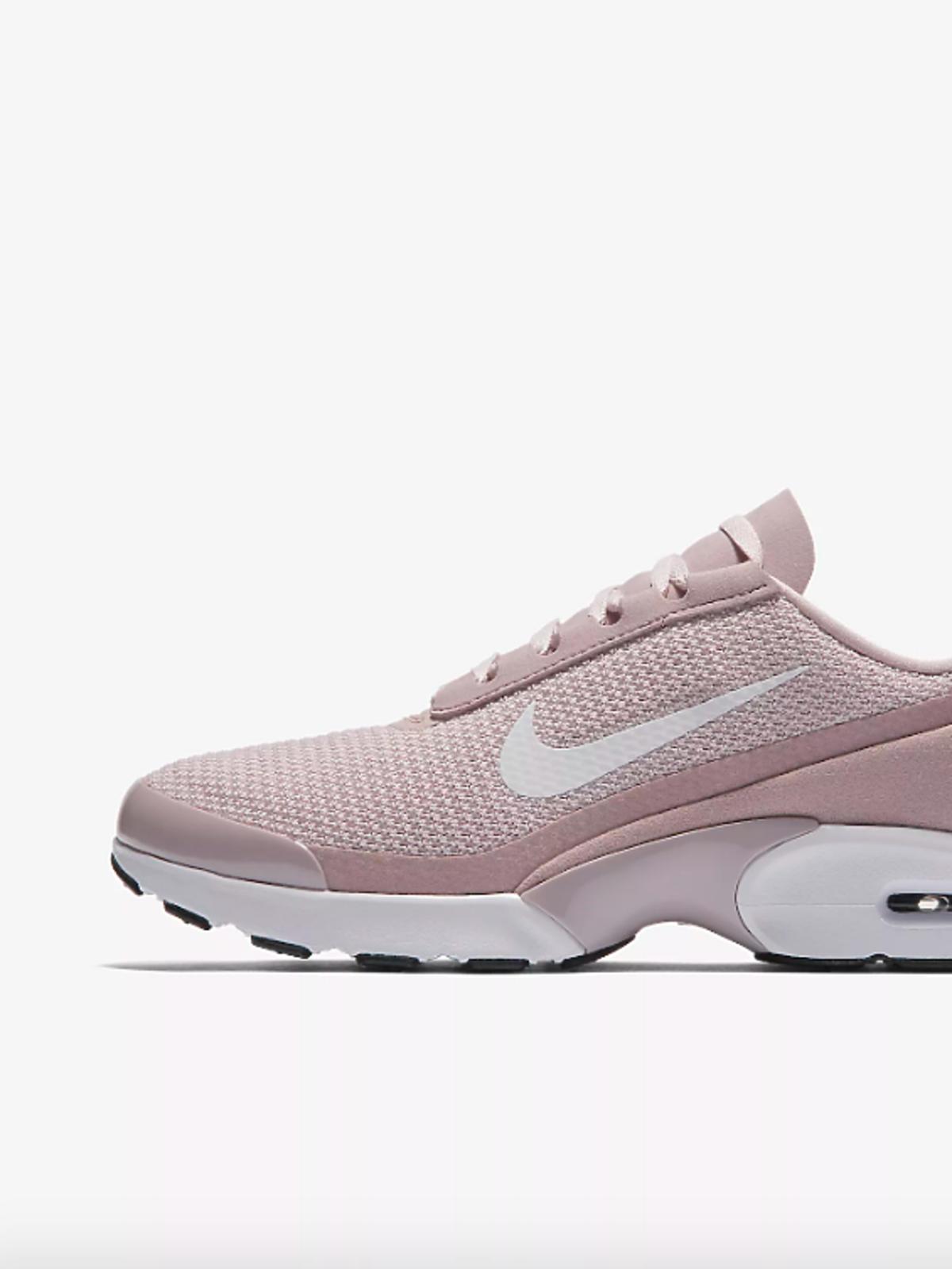 Adidasy Nike, kosztują 335 zł