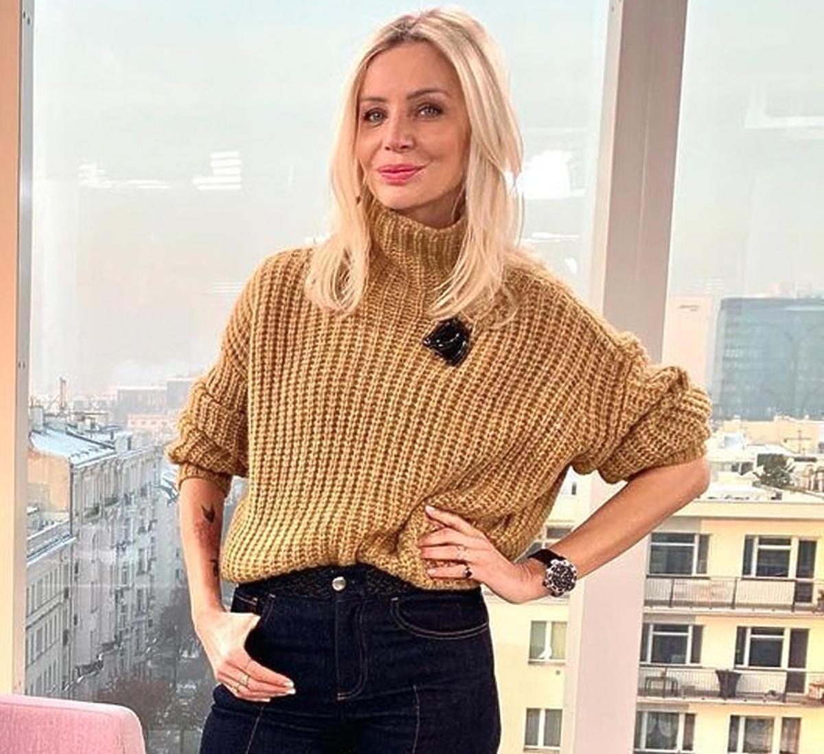 Agnieszka Woźniak-Starak w beżowym swetrze
