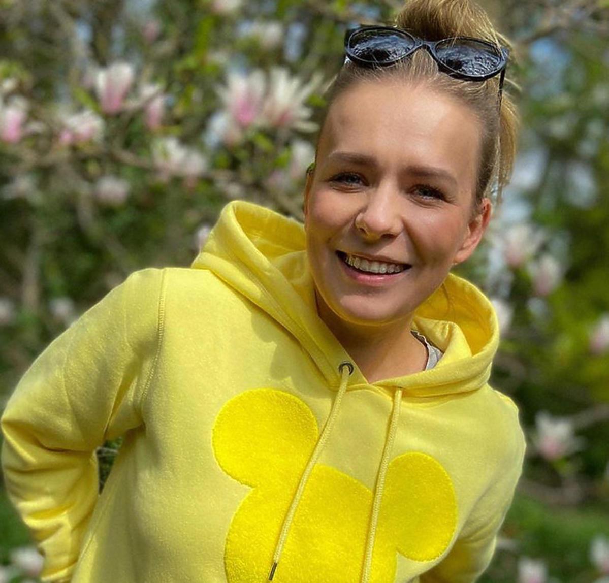 Aneta Zając w żółtej bluzie z H&M za 99,90 zł