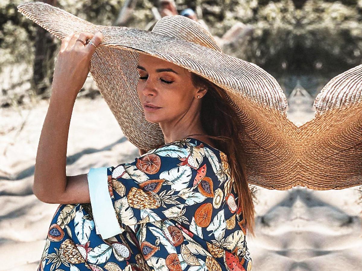 Ania Wendzikowska w kapeluszu Jacquemus