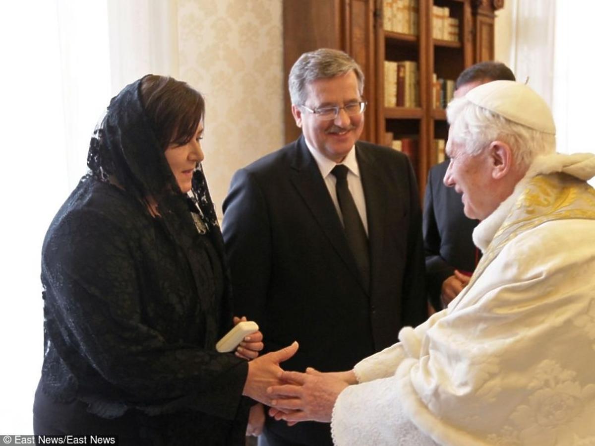 Anna Komorowska, Bronisław Komorowski rozmawiają z papieżem