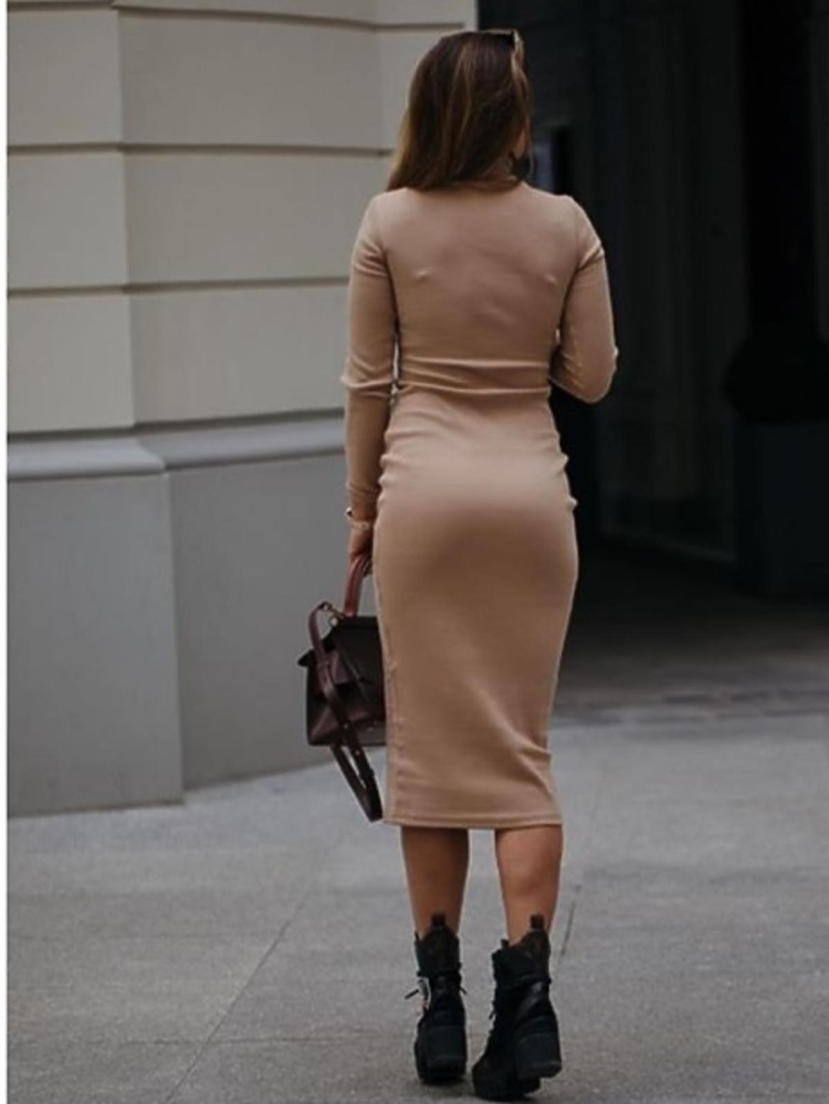 Anna Lewandowska w bezowej sukience