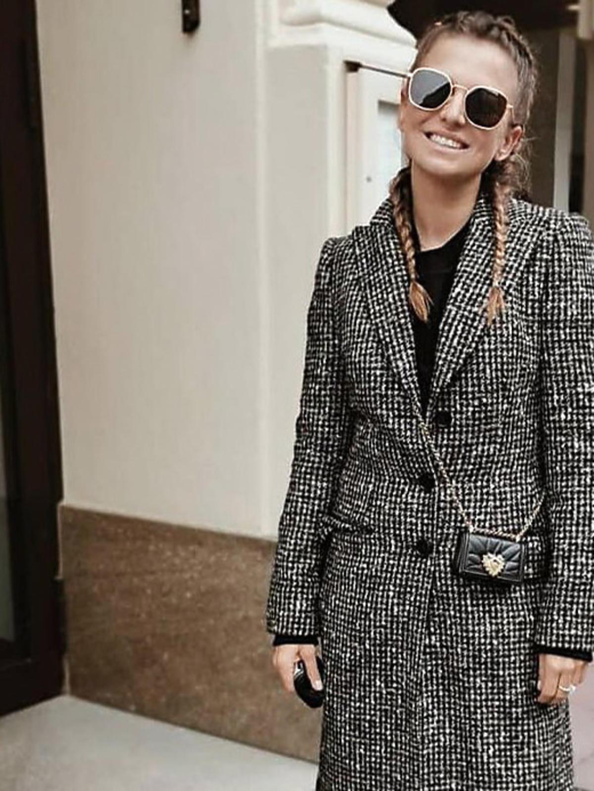 Anna Lewandowska w płaszczu w kratę Dolce & Gabbana