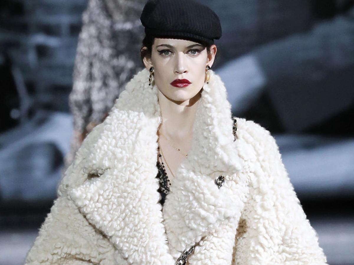 Beżowy oversizowy płaszcz od Dolce&Gabbana