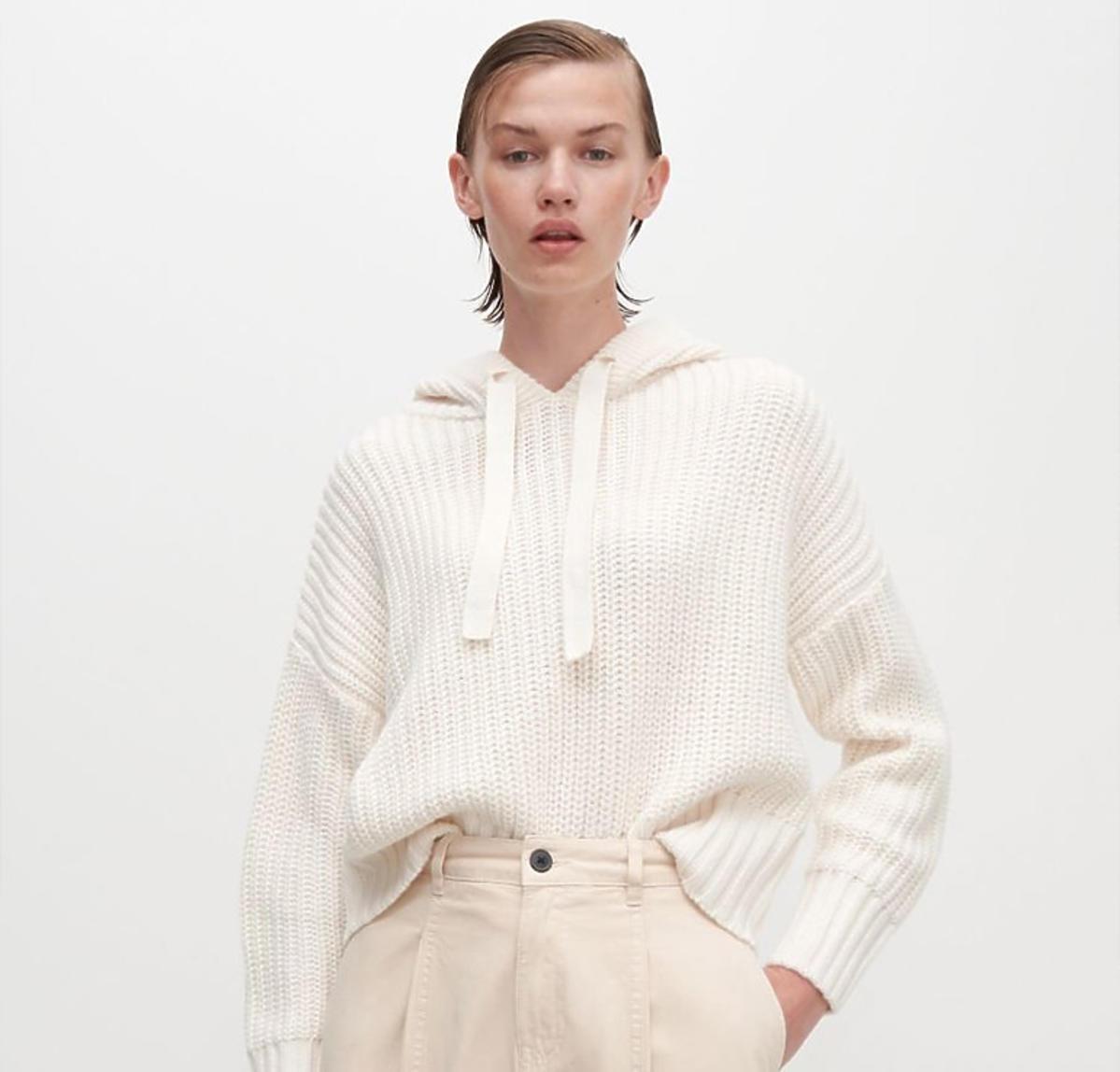 Beżowy sweter z kapturem Reserved, 99 zł