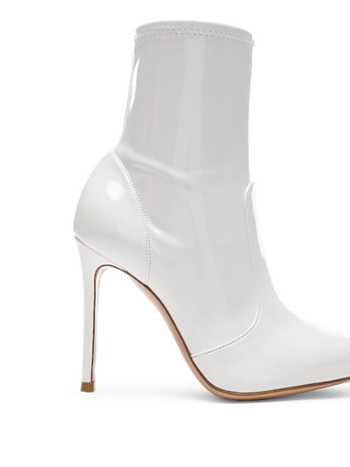Białe botki na szpilce w stylu Marceliny Zawadzkiej