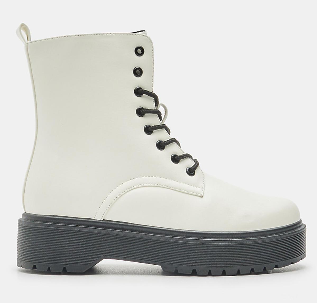 Białe ciężkie buty Sinsay, 129,99 zł
