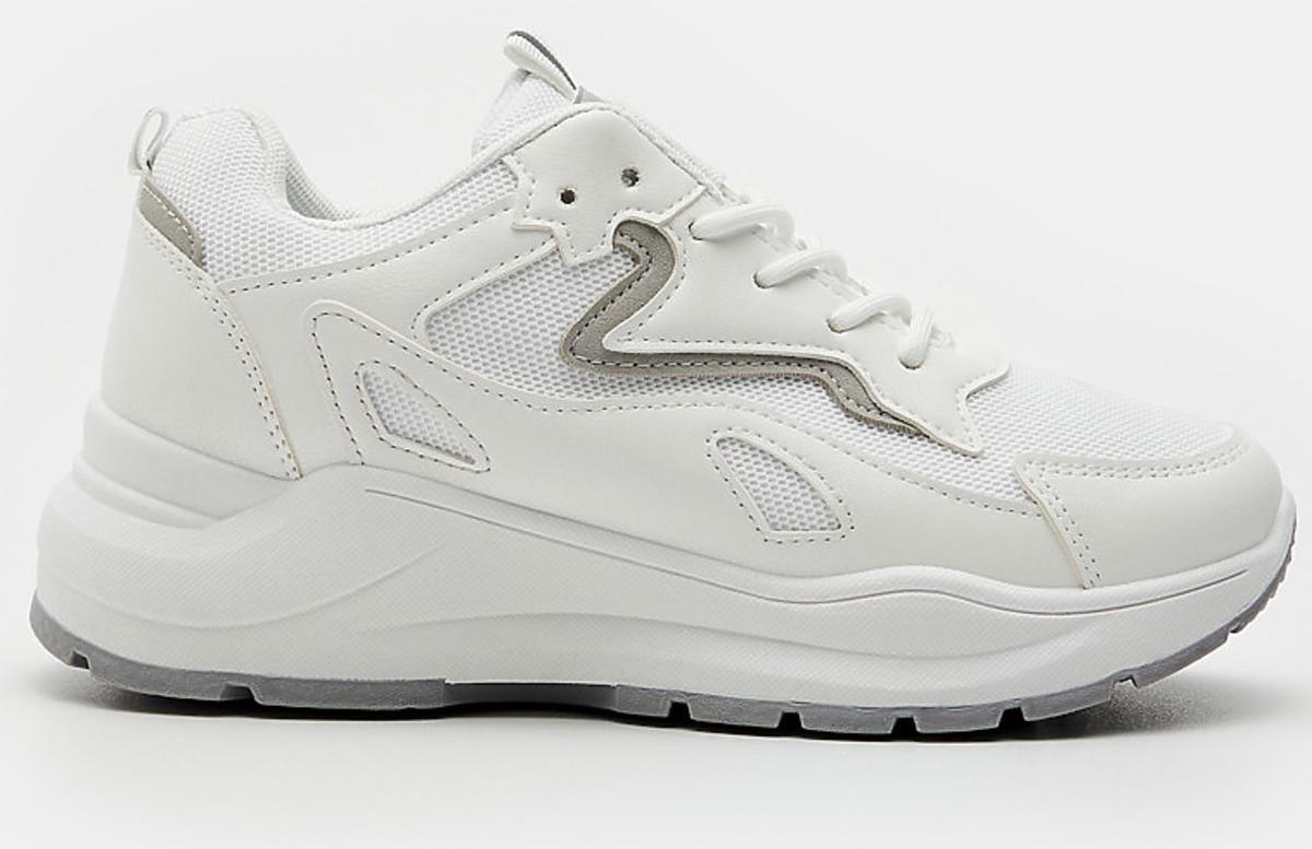 Białe sneakersy Sinsay, podobne do modelu Balenciaga
