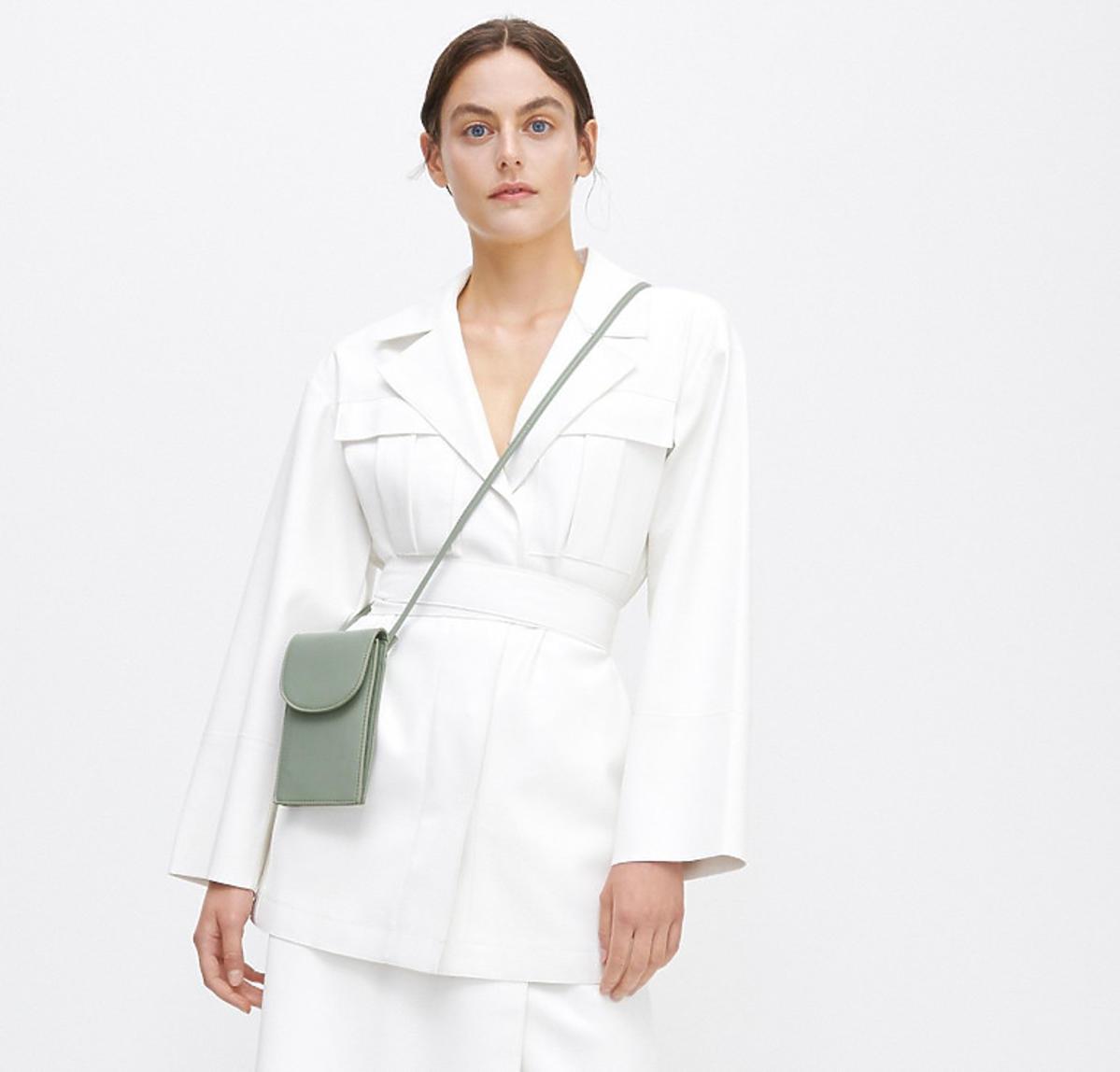 Biały płaszcz na jesień 2020 z Reserved