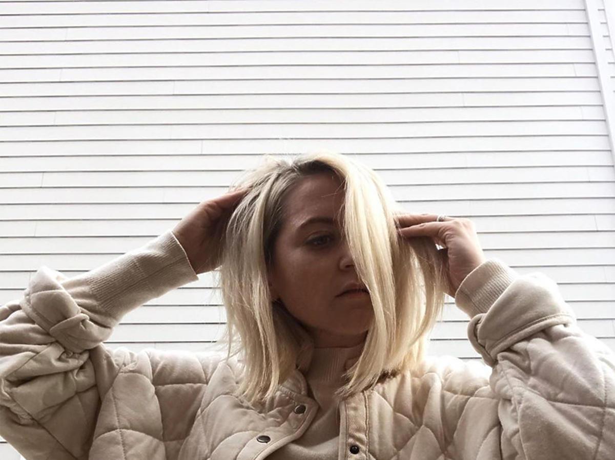 """""""Clavicle Lob"""" w blondzie to modna fryzura na jesień 2020"""