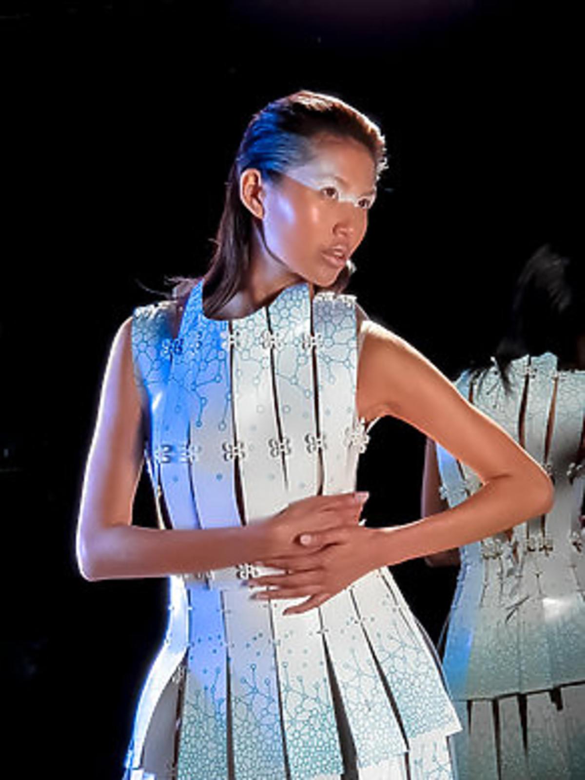 Francuska projektantka mody jako pierwsza stworzyła kolekcję ubrań przy pomocy… smartfona!