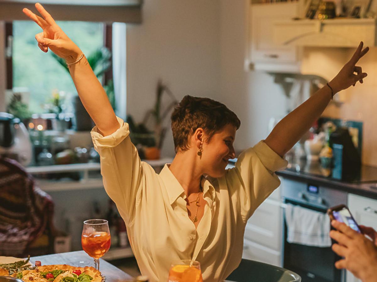 Jak mieszka Ola Domańska? Aktorka pokazała swój salon i kuchnię