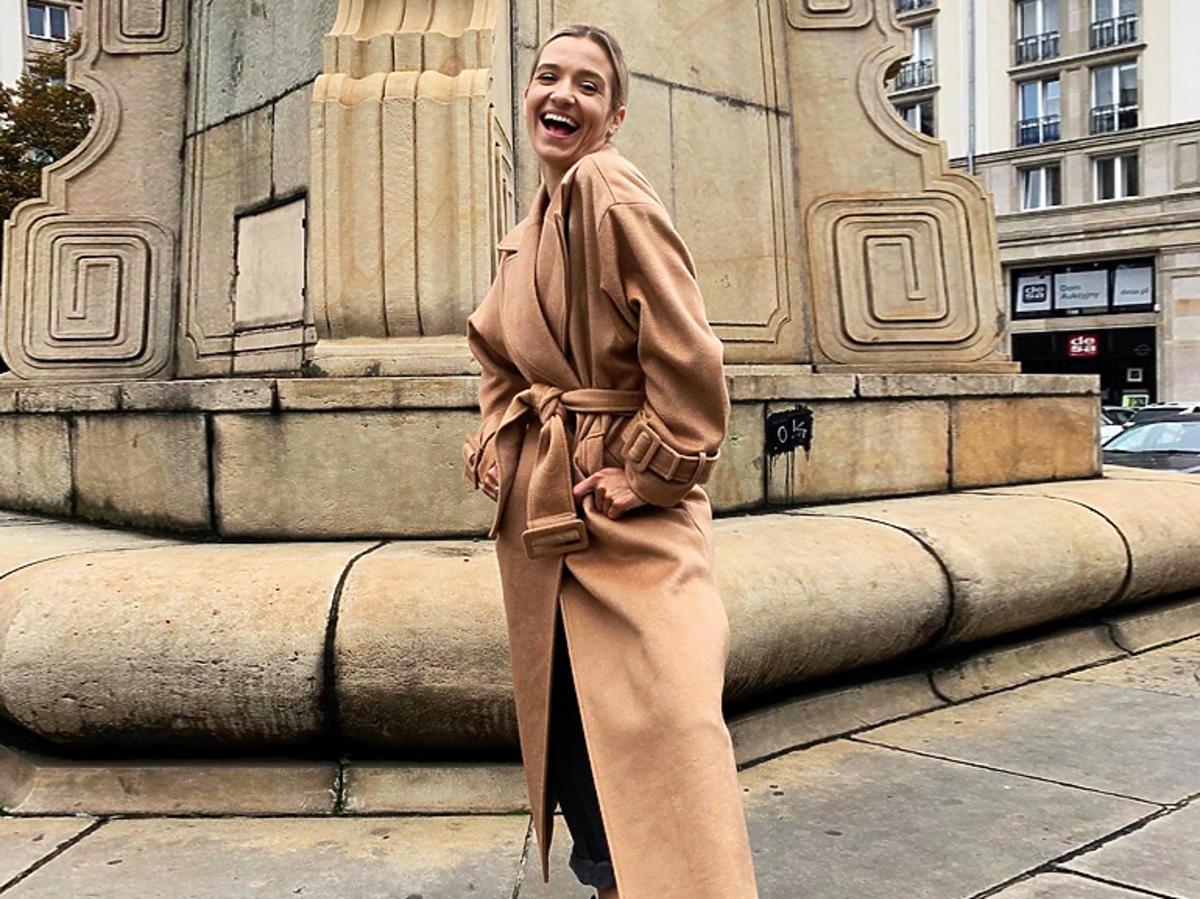 Joanna Koroniewska w płaszczu z Reserved