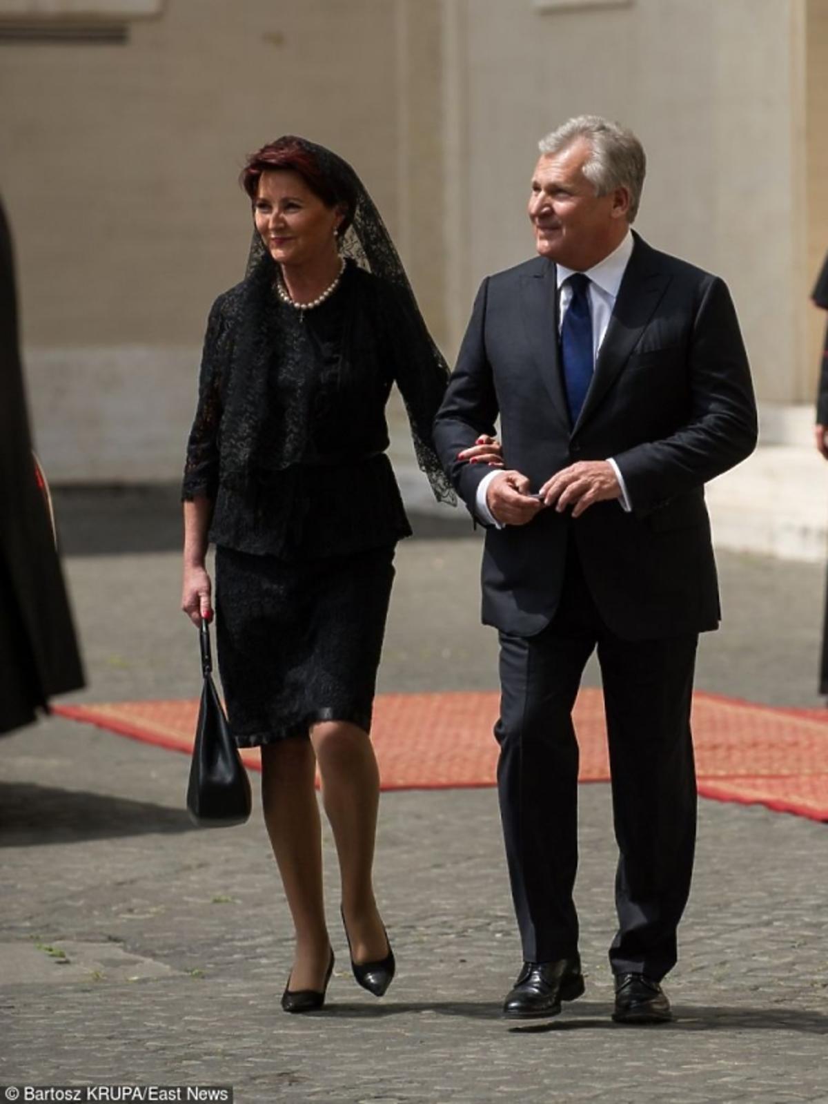 Jolanta Kwaśniewska w czarnej sukience w Watykanie