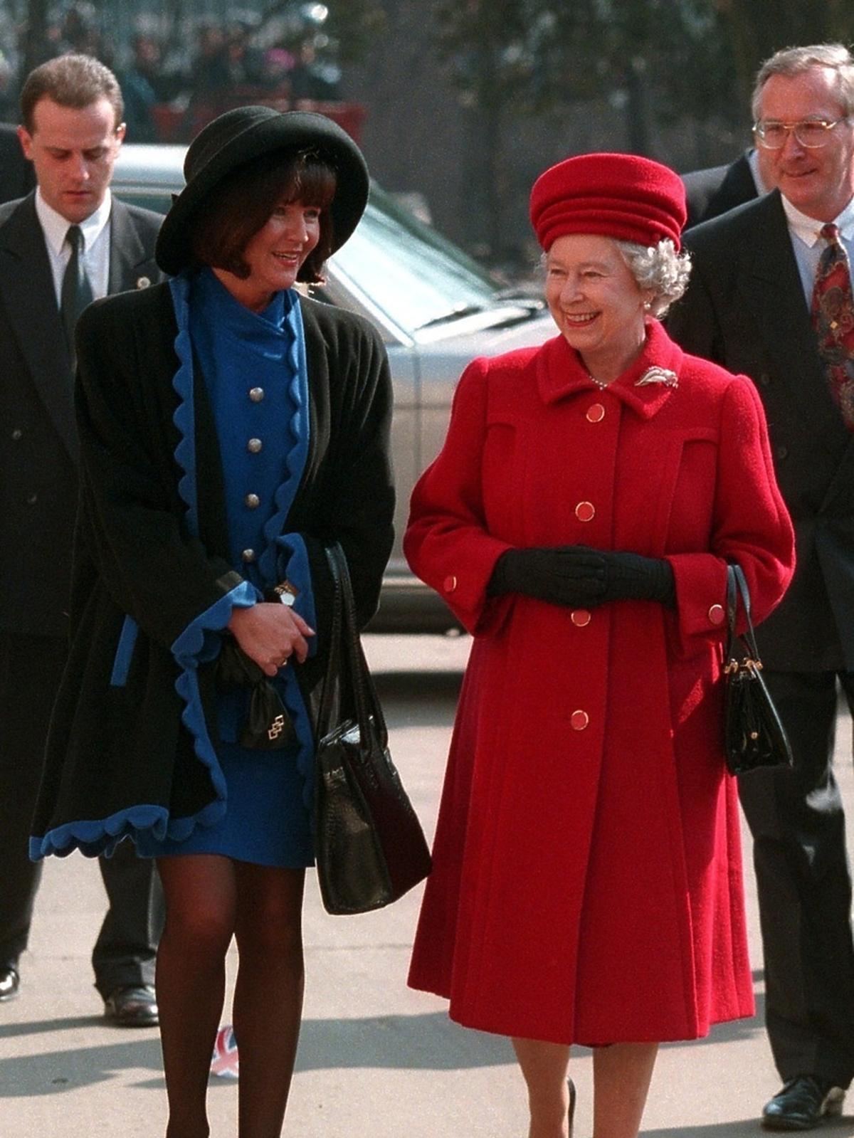 Jolanta Kwaśniewska w kusej mini na spotkaniu z królową Elżbietą