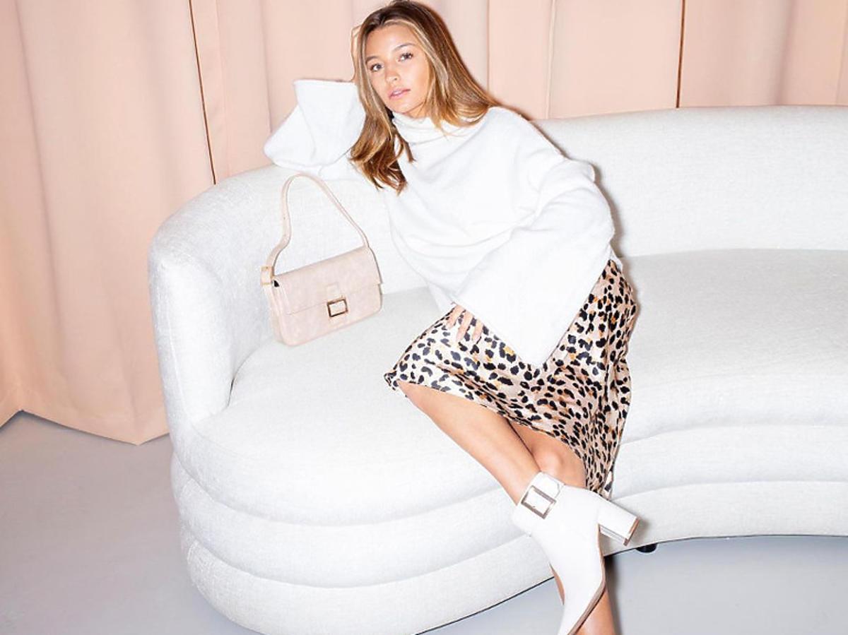 Julia Wieniawa w białych botkach z CCC