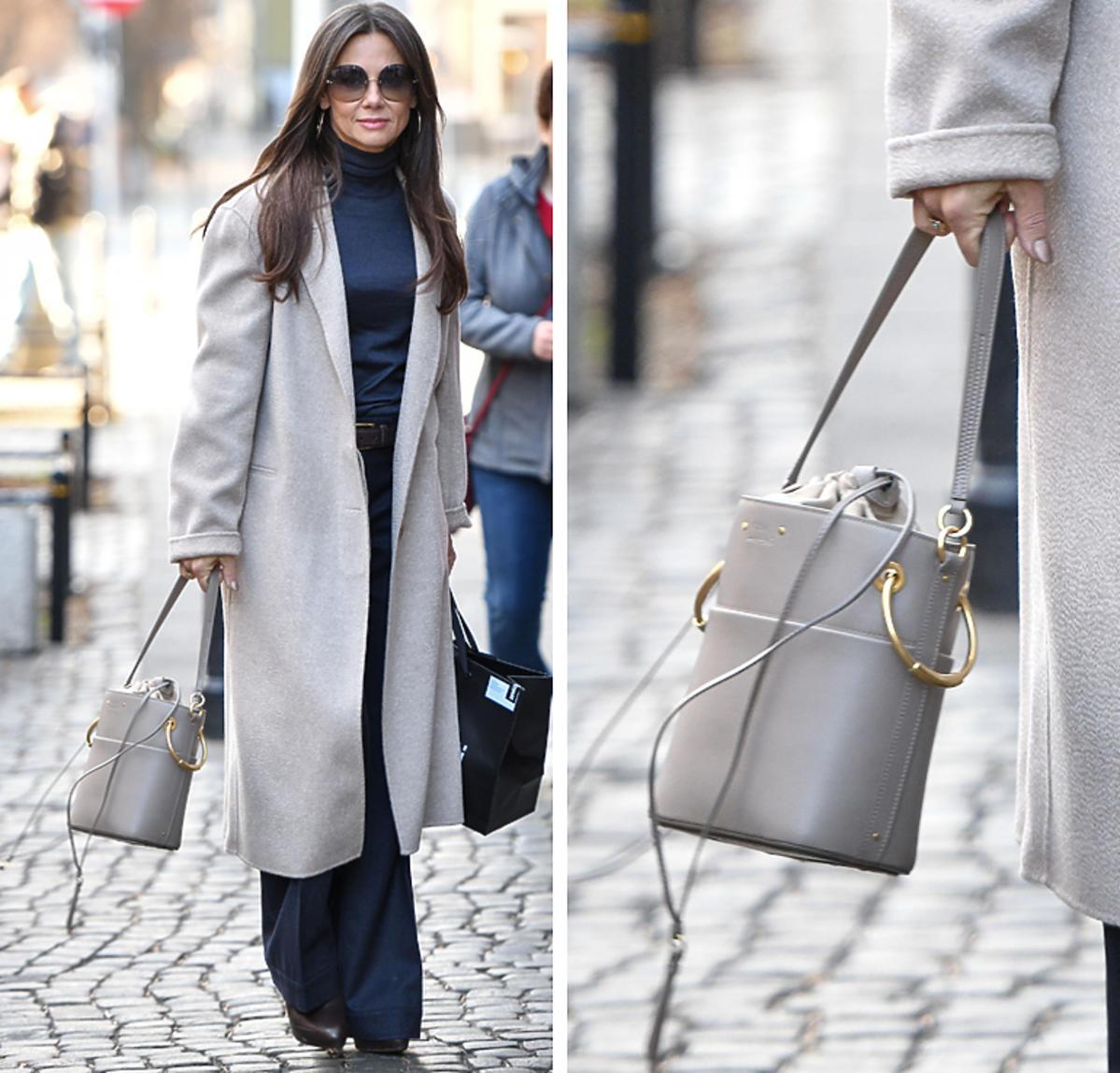 Kinga Rusin i jej zimowa stylizacja z szarym płaszczem