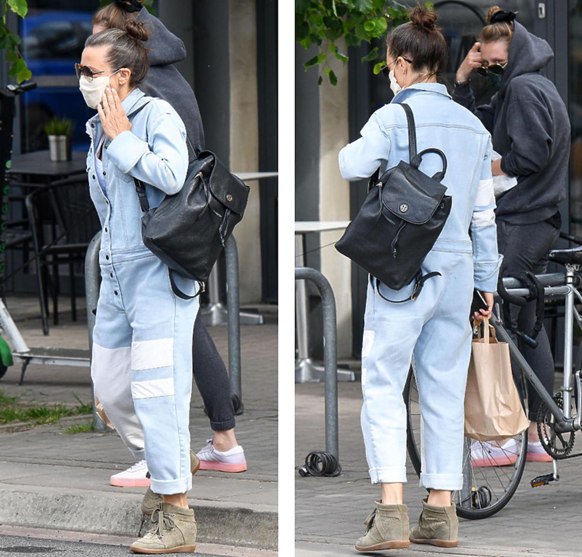 Kinga Rusin w jeansowym kombinezonie i botkach Isabel Marant