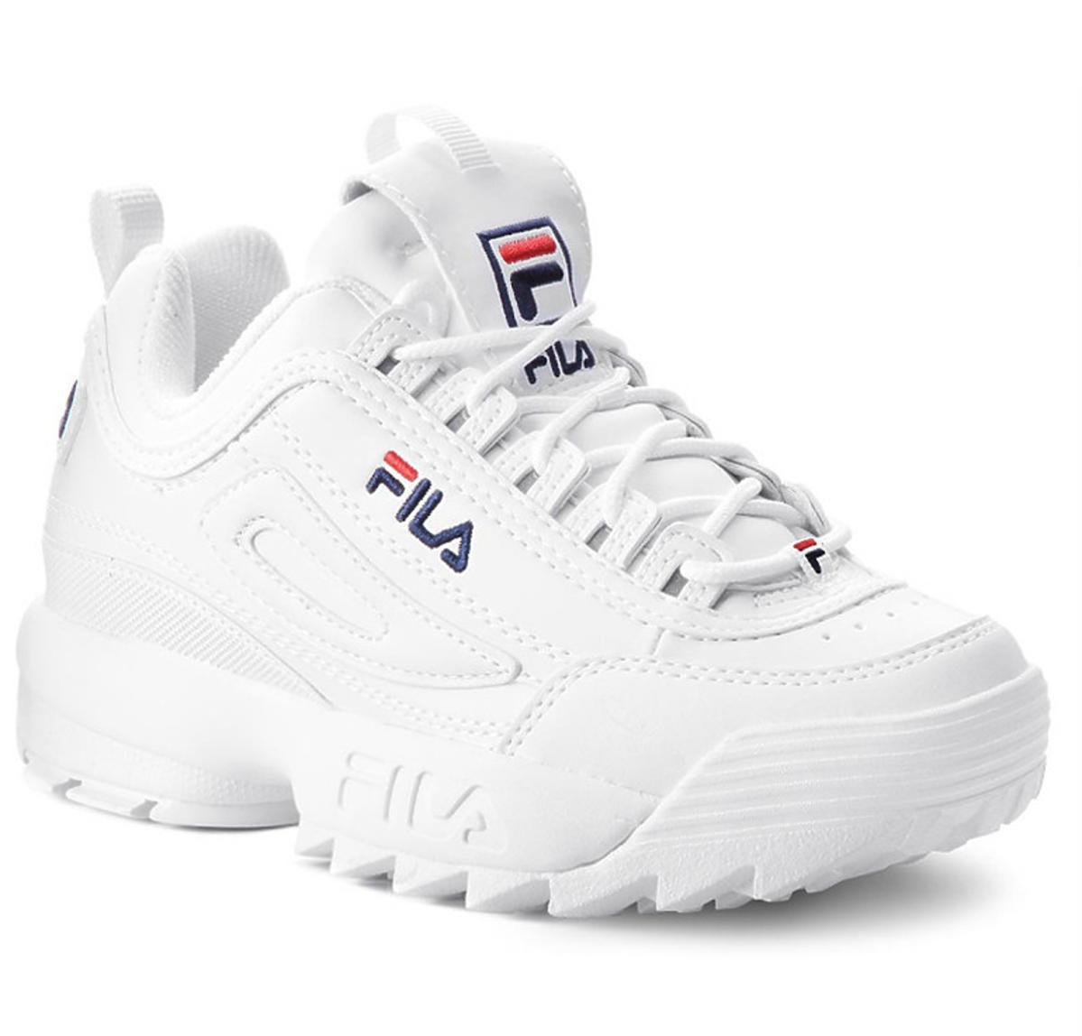 Kinga Rusin w sneakersach Fila. Są teraz na wyprzedaży!